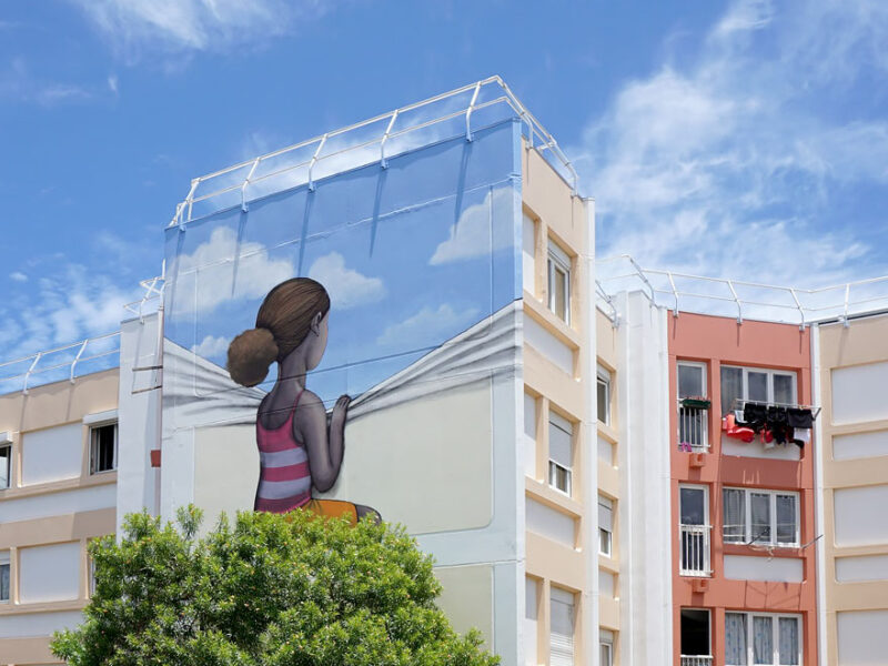 Seth GlobePainter bulding painting in Reunion