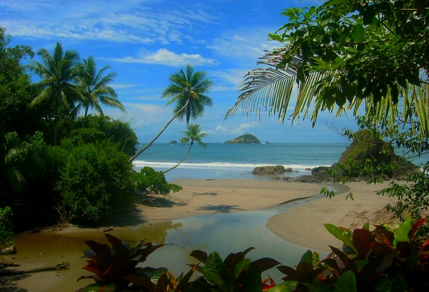 Hidden beaches can be found in hot spots scattered up both coasts of Costa rica