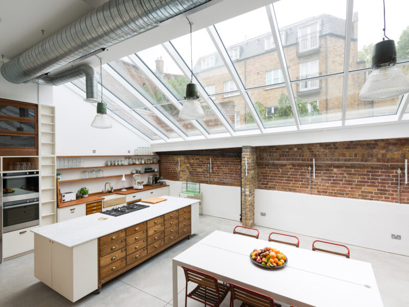 I'd eat here, chill herre and work here. Problem is i'd do more than just that in this awesome kitchen!