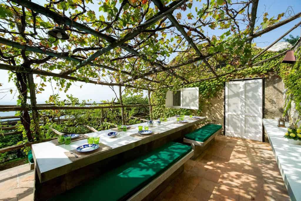 Villa Luisa open air dining area