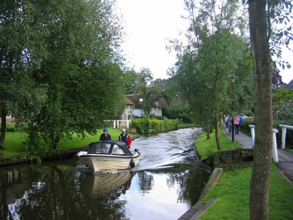 Wanderful village of Giethoorn 13