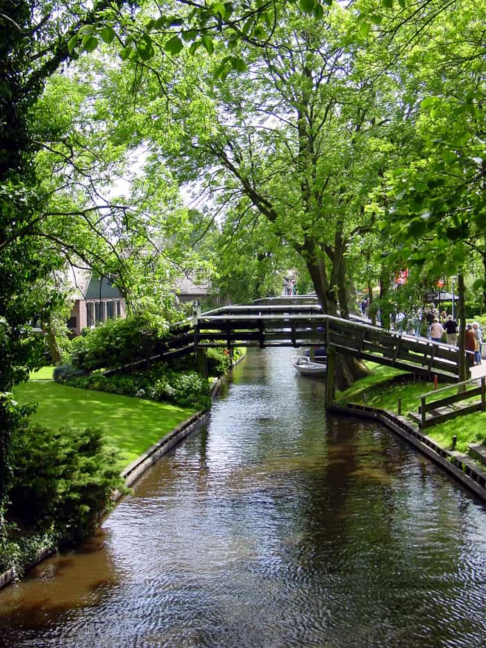 One of the many bridges in Giethoorn