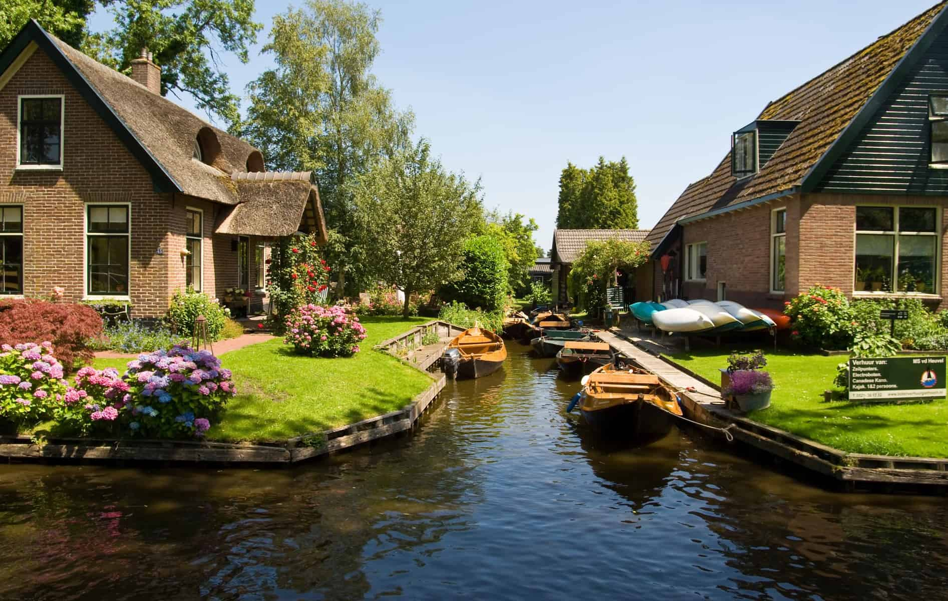 Wanderful village of Giethoorn 15