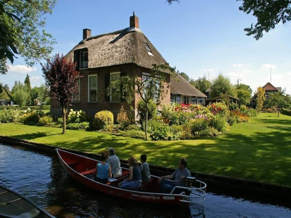 Giethoorn means 'the horn of goats.'