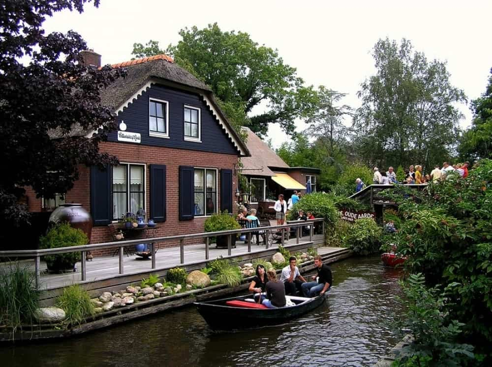 Wanderful village of Giethoorn 6