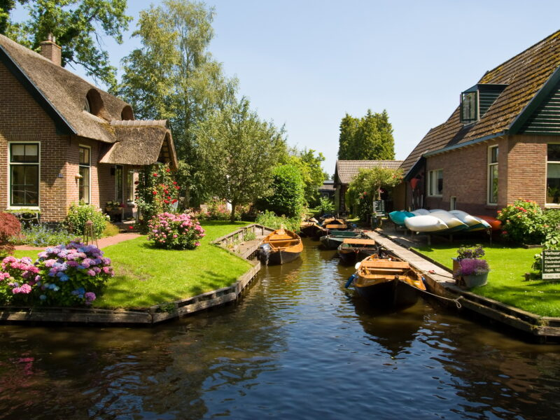 Wanderful village of Giethoorn