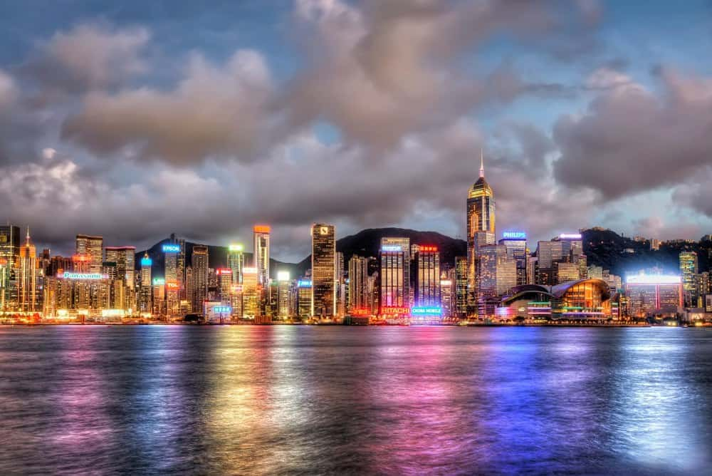 Hong Kong's colors appear at night, as it's not painting that makes it so vivid, but its neon signs. Hong Kong is the neon signs world's capital!