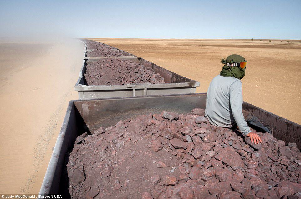 Train hopping thorough the Sahara on one of the world's longest trains