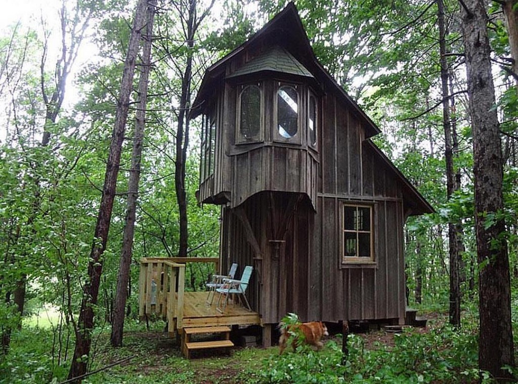 maybe a bit creepy, but what a cool cabin in the woods! Source IG @tinyhousemovement