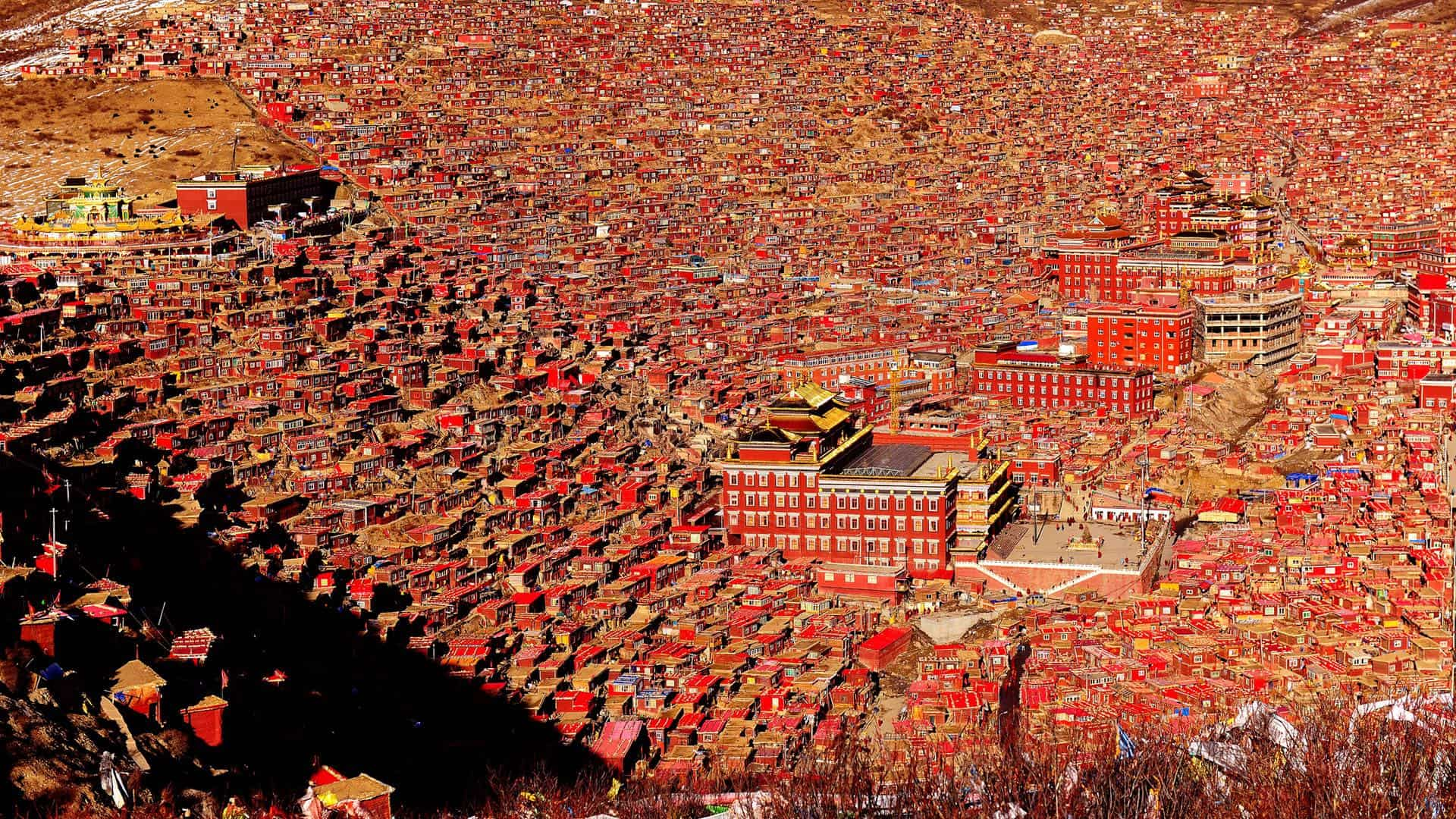 Sitting Area Larung Gar The Tibetan Monastery Turned Town Placeaholic