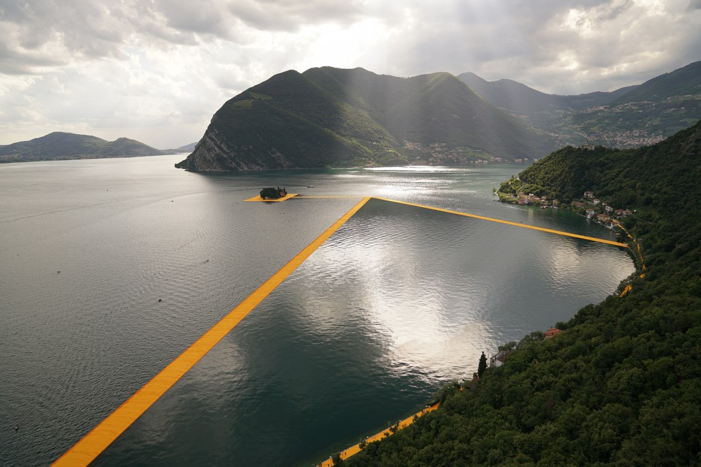 THE FLOATING PIERS, LAKE ISEO, ITALY. Photo Wolfgang Volz 31