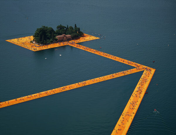 People visiting The Floating Piers, Lake Iseo, Italy. Photo Wolfgang Volz 2