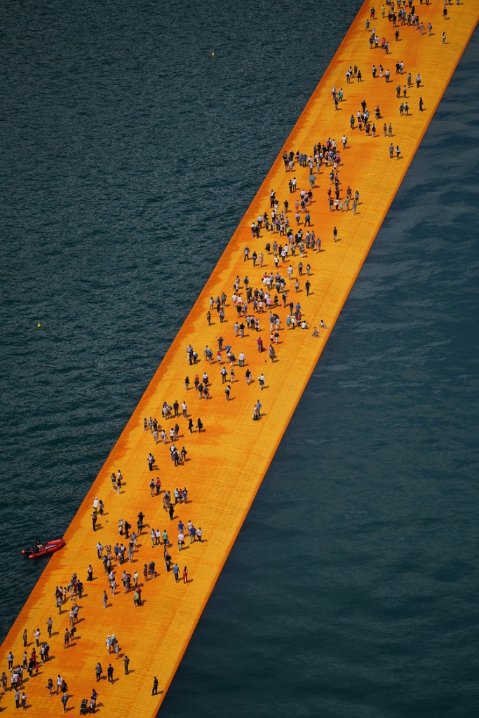 People visiting The Floating Piers, Lake Iseo, Italy. Photo Wolfgang Volz 4