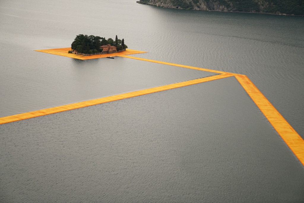 THE FLOATING PIERS, LAKE ISEO, ITALY. Photo Wolfgang Volz 3