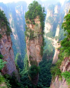 Tianzi Mountain is located in the northern part of Wulingyuan Scenic Area in Hunan Province