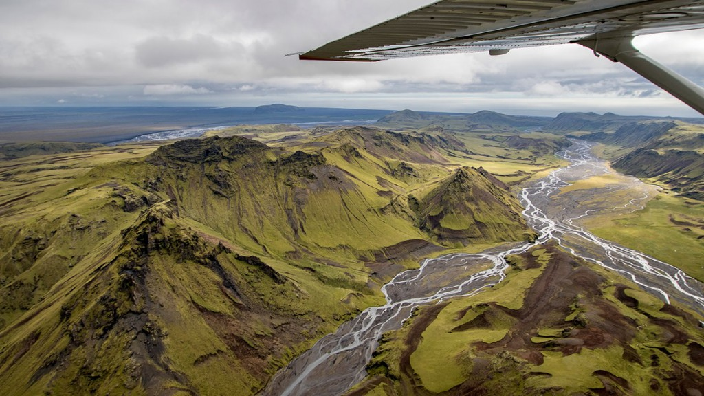 scenic-flight-over-unspoiled-natural-wonders-of-iceland-12