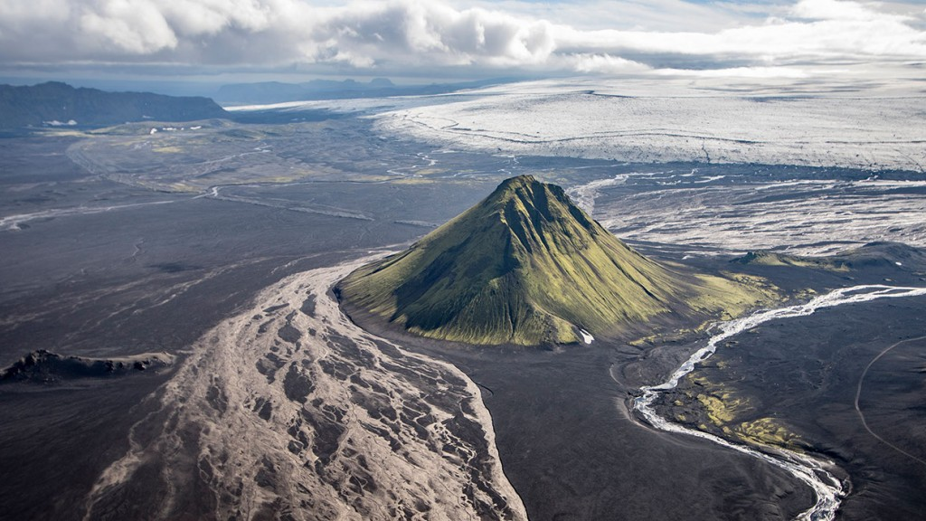 scenic-flight-over-unspoiled-natural-wonders-of-iceland-9